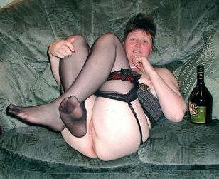 Fatty mature shoves phat bottle from Baileys in her puss