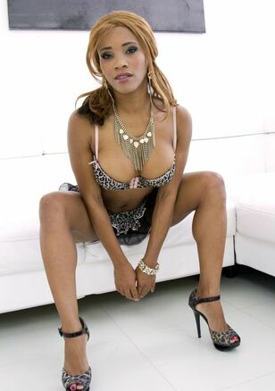 Black porno industry starlet from United Kingdom Kiki..