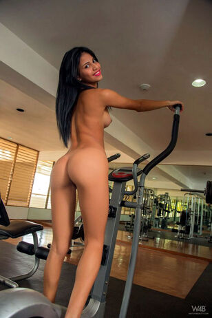 Sports chick Denisse gets of the bike and spread to beg..