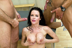 Brazzers honey Veronica Avluv facialed by spunk