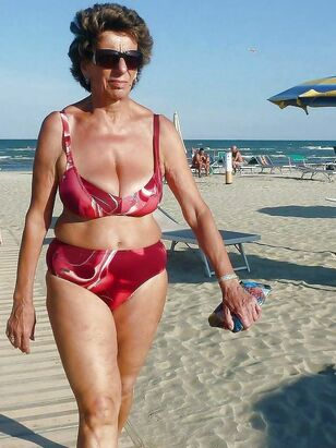 Vacation pictures where middle-aged gals just in bikinis