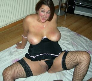 Obese Milf in fishnet pantyhose gone ultra-kinky with dark..