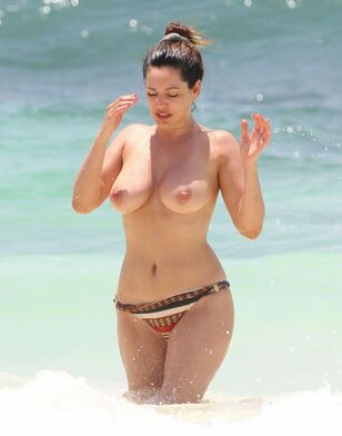 Kelly Brook Nude  and